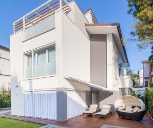 RU R House